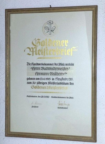 Einrahmung - Goldener Meisterbrief - o. Passepartout, mit Abstandhalter; Museumsglas; Holzrahmen